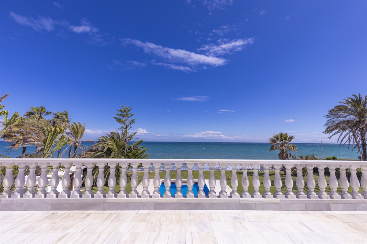 Upon entering this fabulous property, you feel immersed in a dream of One Thousand and One Arabian n,Spain