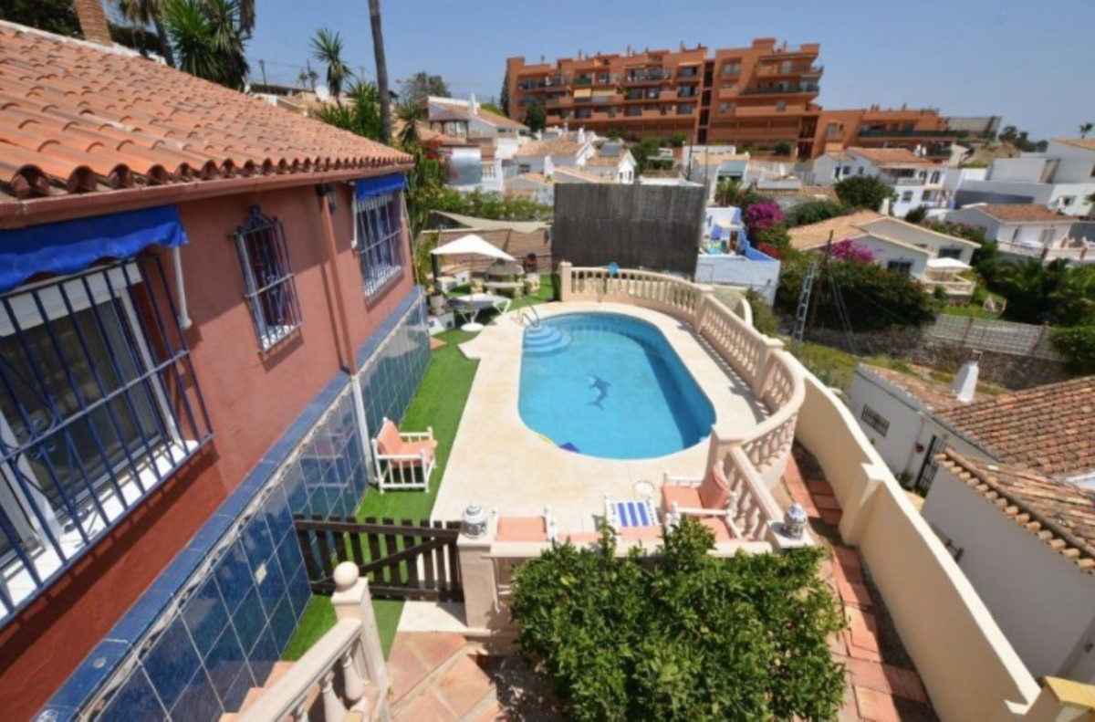 Beautiful villa for rent from OCTOBER TO JUNE, in Sohail Castle area, 5 minutes walk from the beach ,Spain