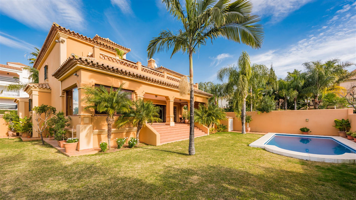 Magnificent villa in Marbella (Costa del Sol) with elegant design and built with the best qualities ,Spain