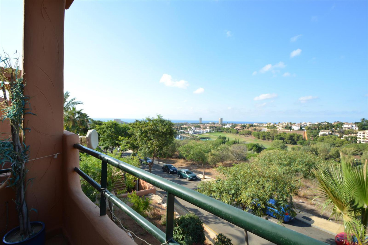 Middle Floor Apartment in Elviria R2770571
