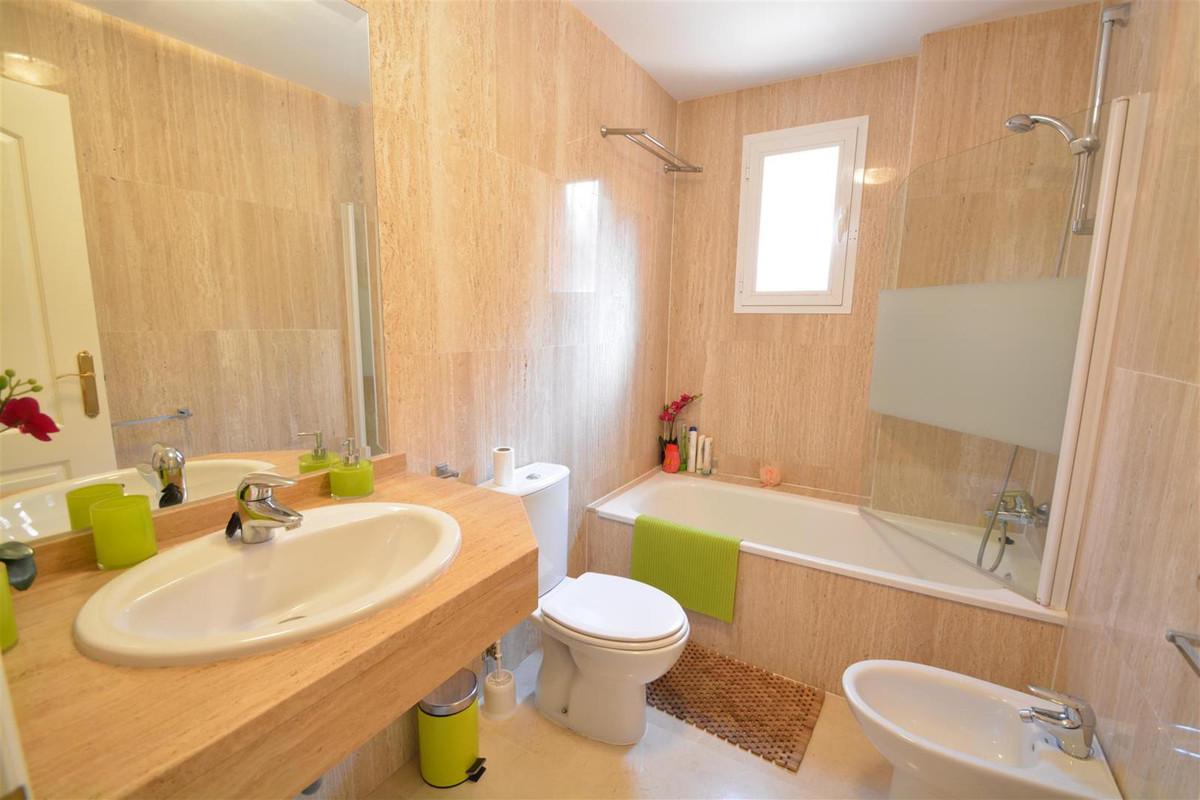 Apartamento Planta Media en Venta en Elviria – R2770571
