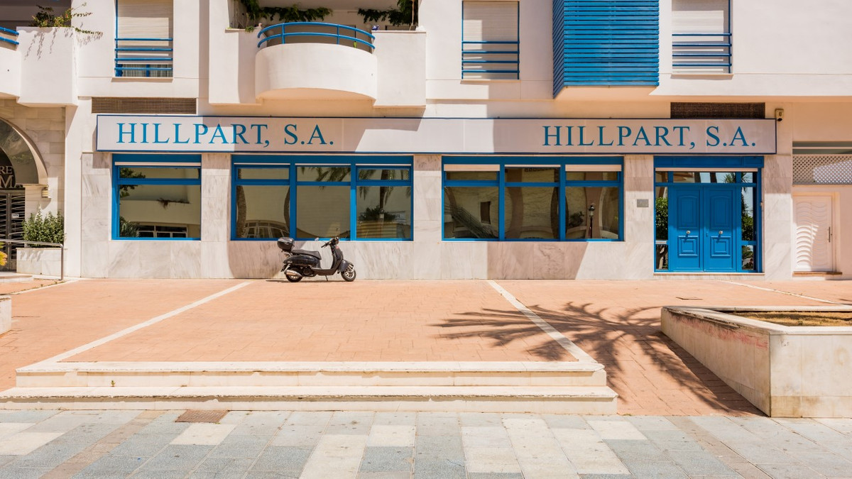 Commercial place in Marbella, with an area of 214 m2 built to which is added a mezzanine of 34 m2., ,Spain