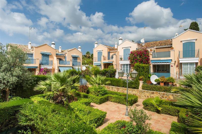 Adosada en venta en Marbella – R2986337