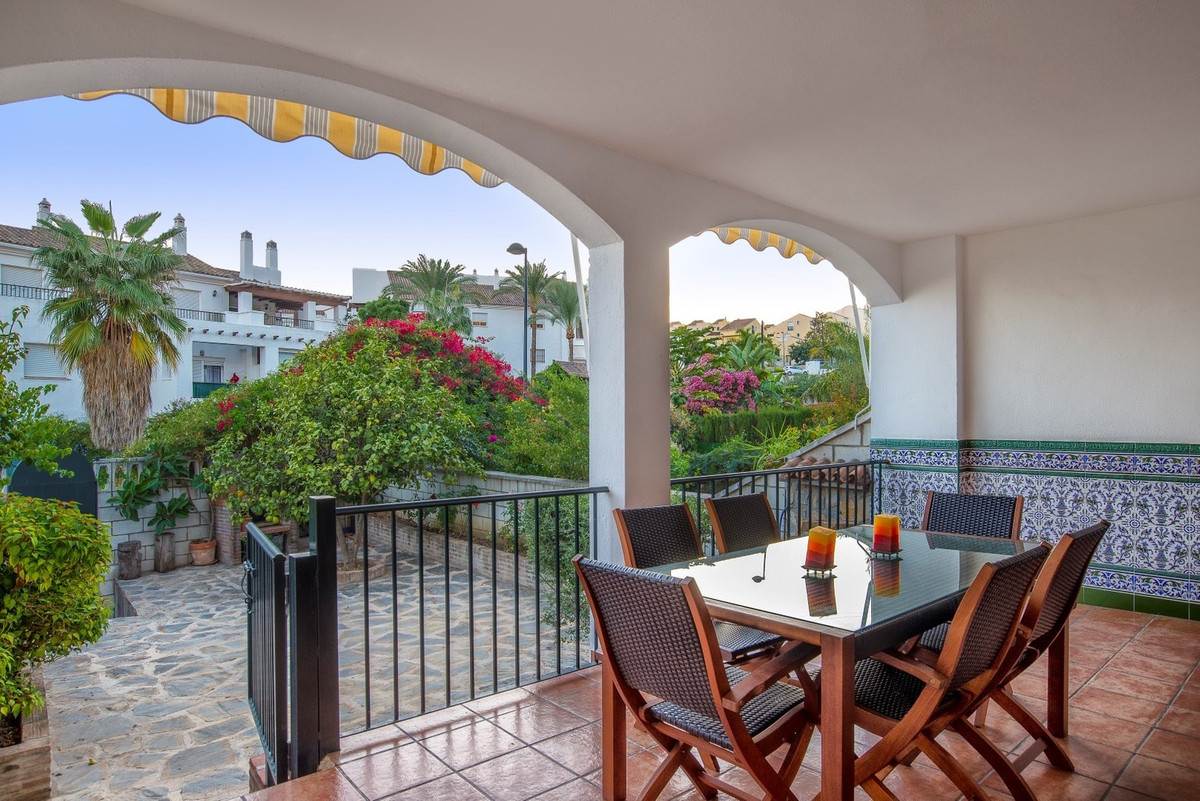 Charming and bright semi-detached House in perfect condition. It´s a south facing property, perfect , Spain