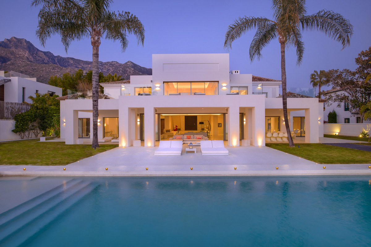 Stunning modern villa, nested in one of the most prestigious addresses in southern Europe, Sierra Bl,Spain