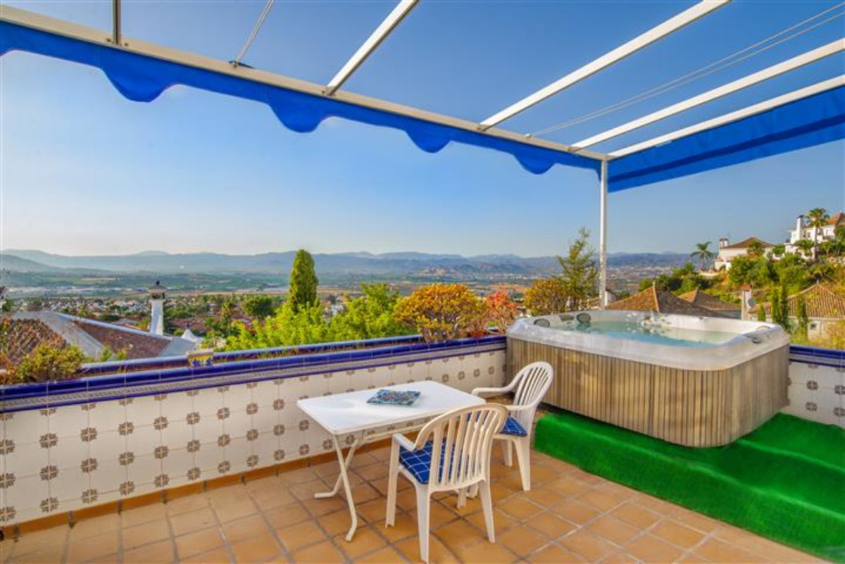 It is a corner townhouse, located in a quiet village, close to Malaga city with very good connection,Spain