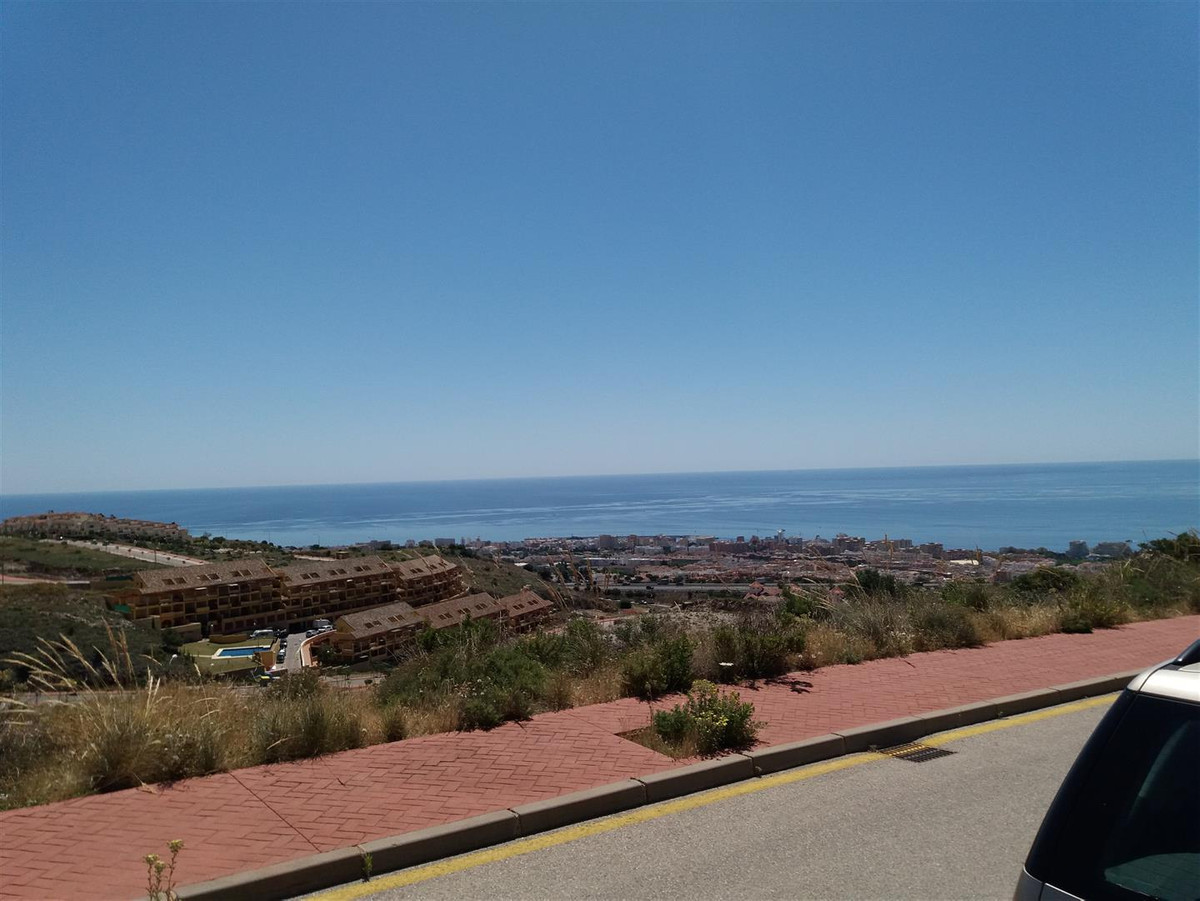 Solar situated very close to Arroyo de la Miel and Benalmadena.  A lovely peaceful and tranquil sett,Spain