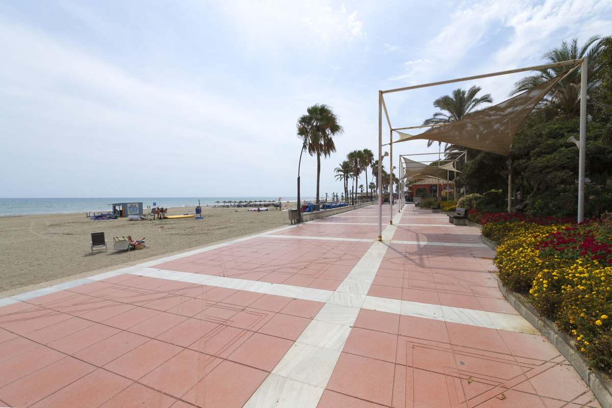 2 Bedroom Middle Floor Apartment For Sale Estepona