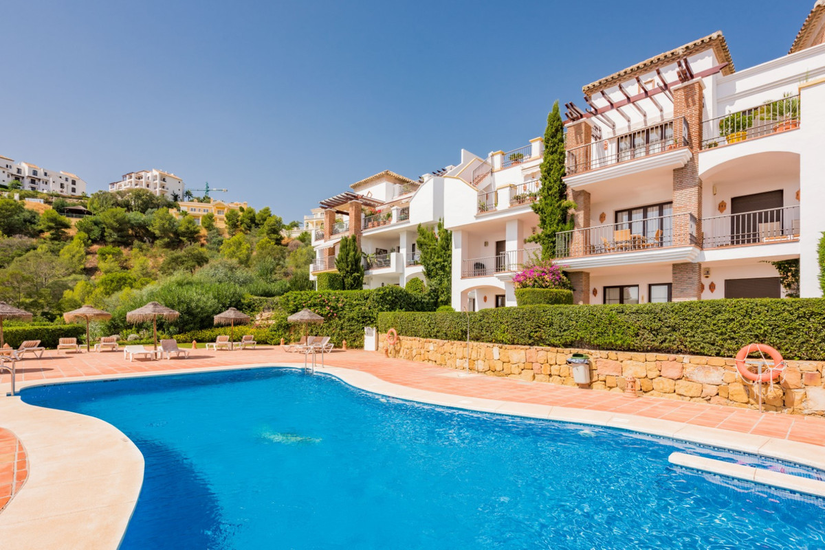 Bright 2-bedroom apartment located in a beautiful complex with Mediterranean style, only some minute, Spain