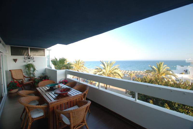 Marbella. Center. 2 bed Apartment for sale.   Great apartment set frontline beach in Marbella`s prom, Spain