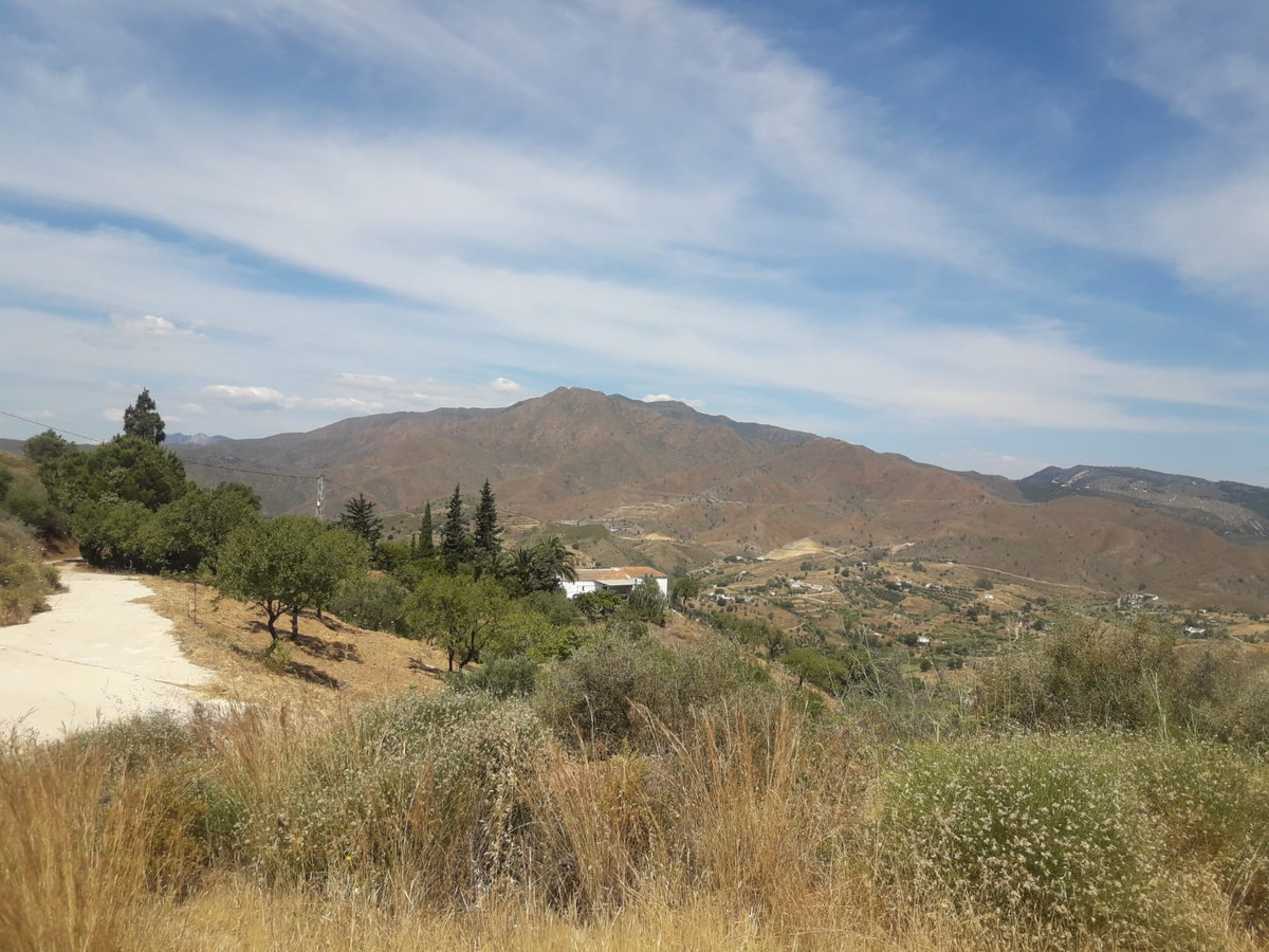 The views from this plot are simply spectacular and must be seen. Situated in one of the highest pos, Spain