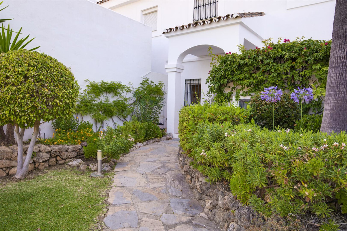 Spacious townhouse (more than 250 m2 ) located on the first line of La Quinta Golf, a prestigious ur, Spain