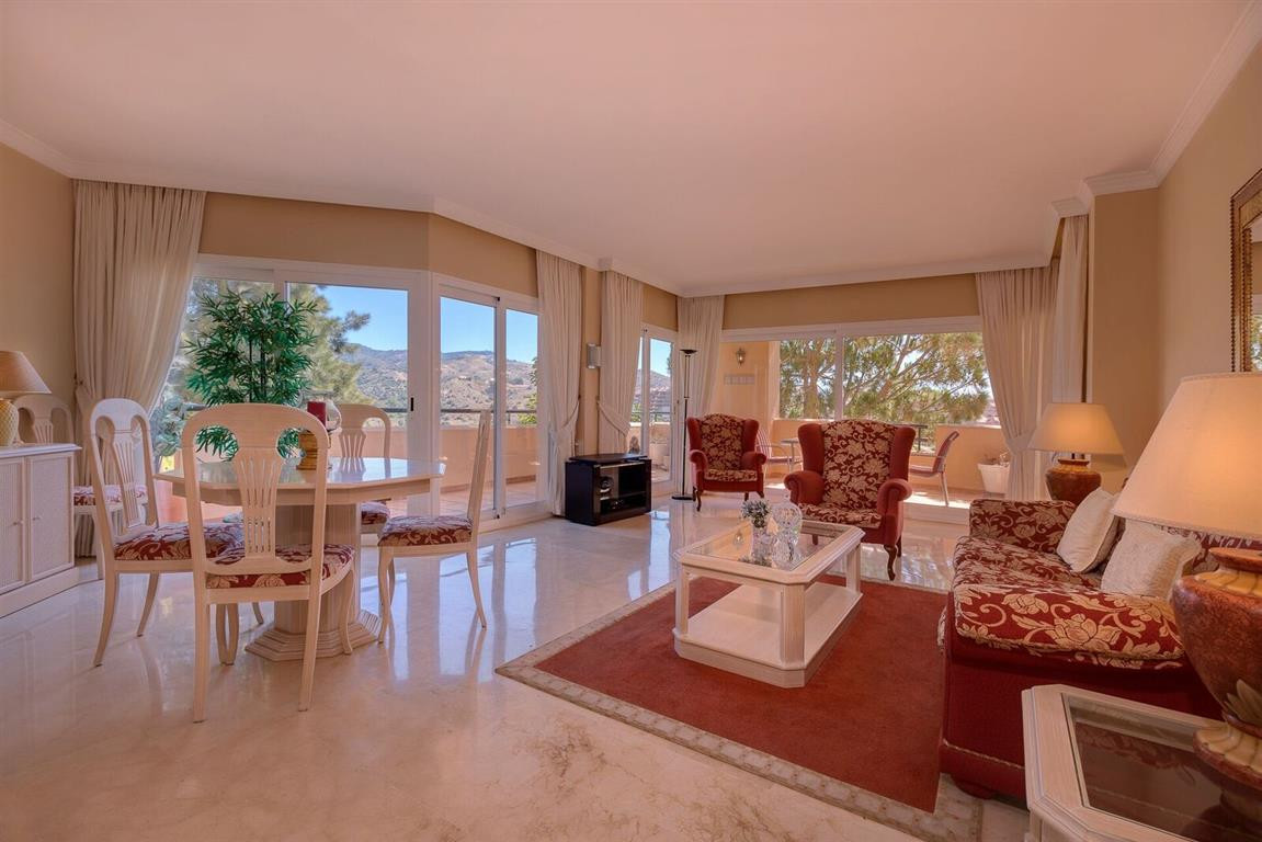 New on the market: for sale spacious apartment located inside a gated and secured urbanization in El,Spain