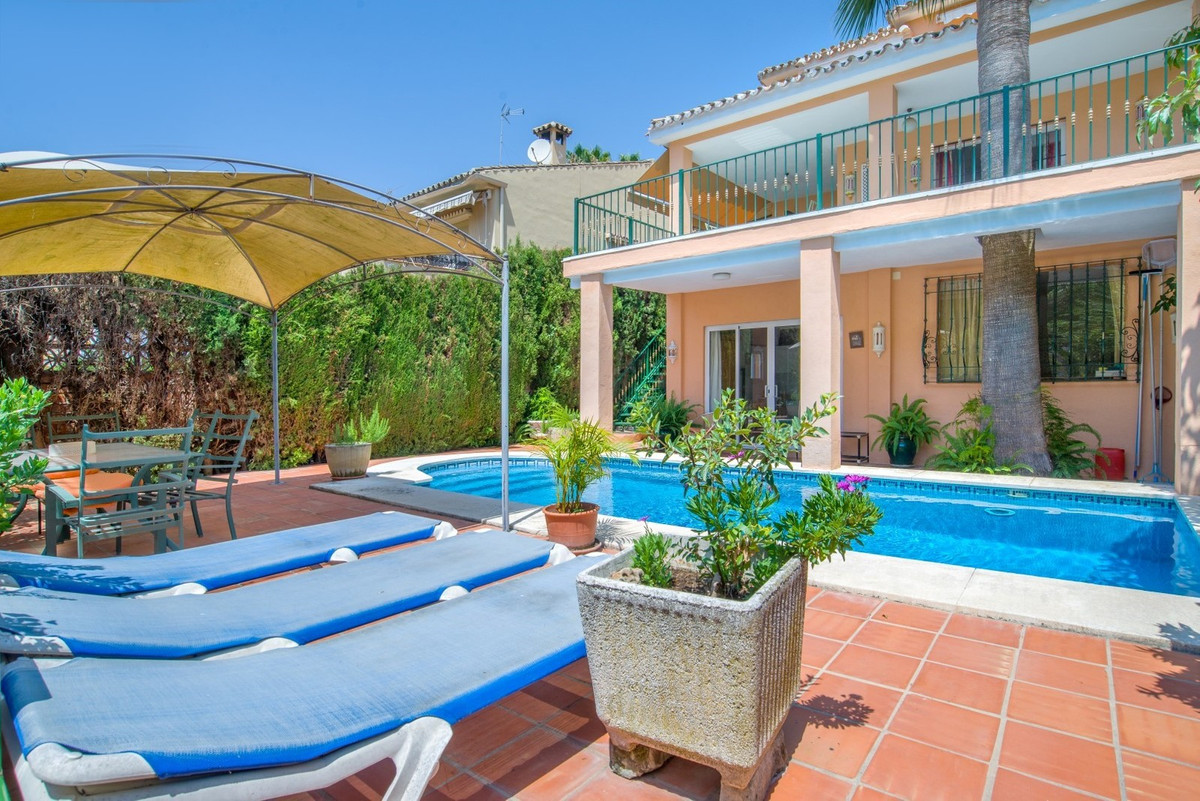 OPPORTUNITY!! If you´re looking for an Independent Villa in Marbella Center, with Swimming-pool, own,Spain
