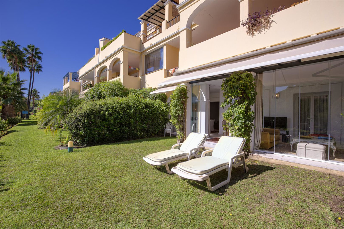 Located in the private community of Los Arcos, 200 meters from the prestigious five-star hotel Westi, Spain