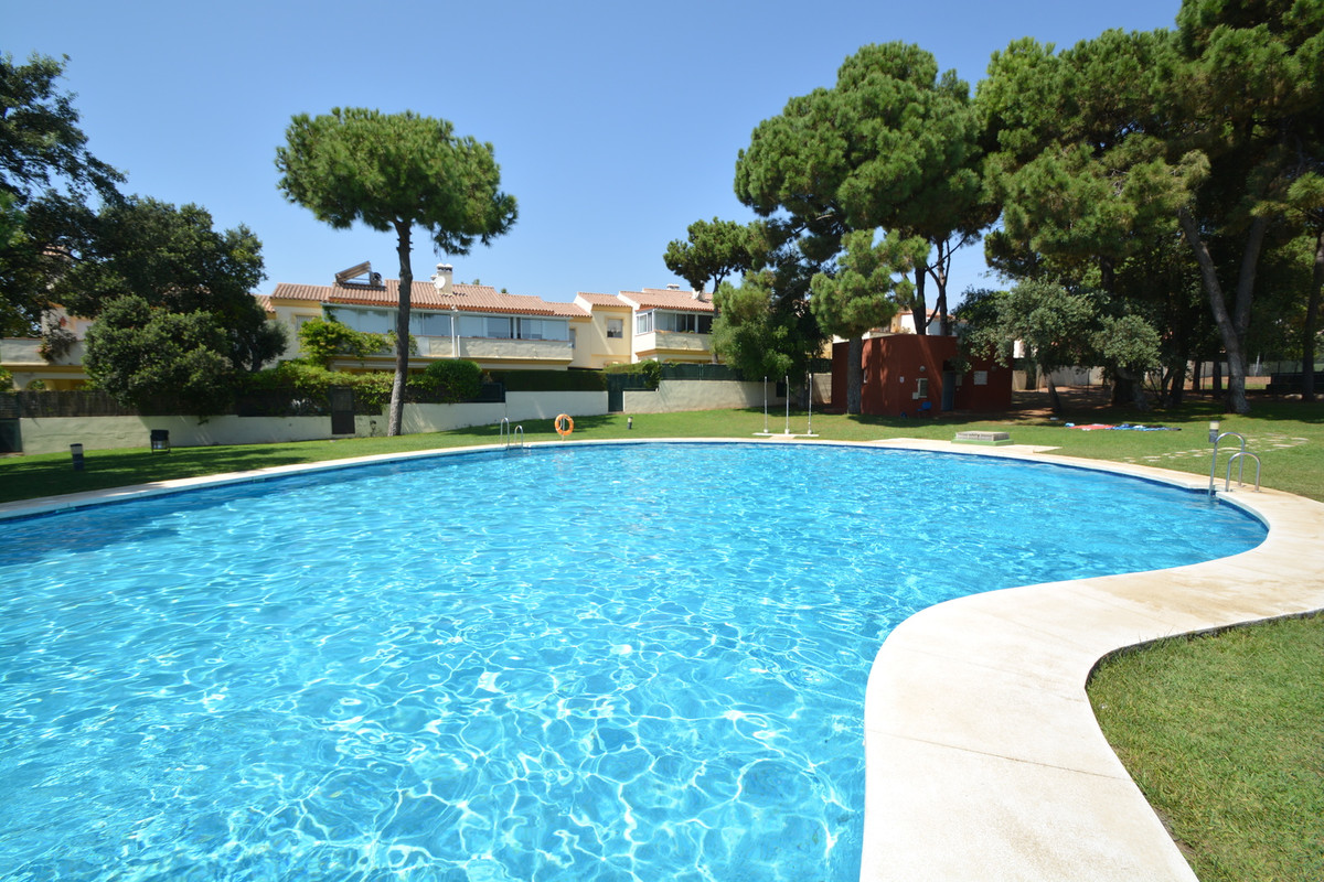 Fantastic second floor apartment with 3 bedrooms, 2 bathrooms, spacious kitchen, living-room and ter,Spain