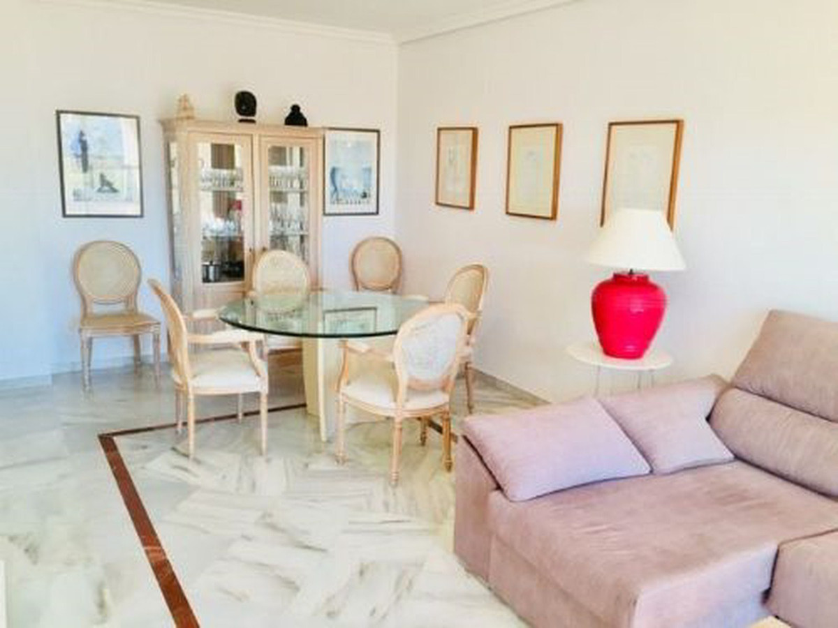 Apartamento Planta Media en Venta en Marbella – R3497482