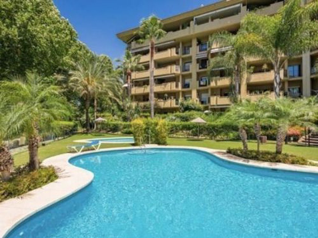 Beautiful apartment surrounded by several golf courses and very close to the urban center of San Ped,Spain