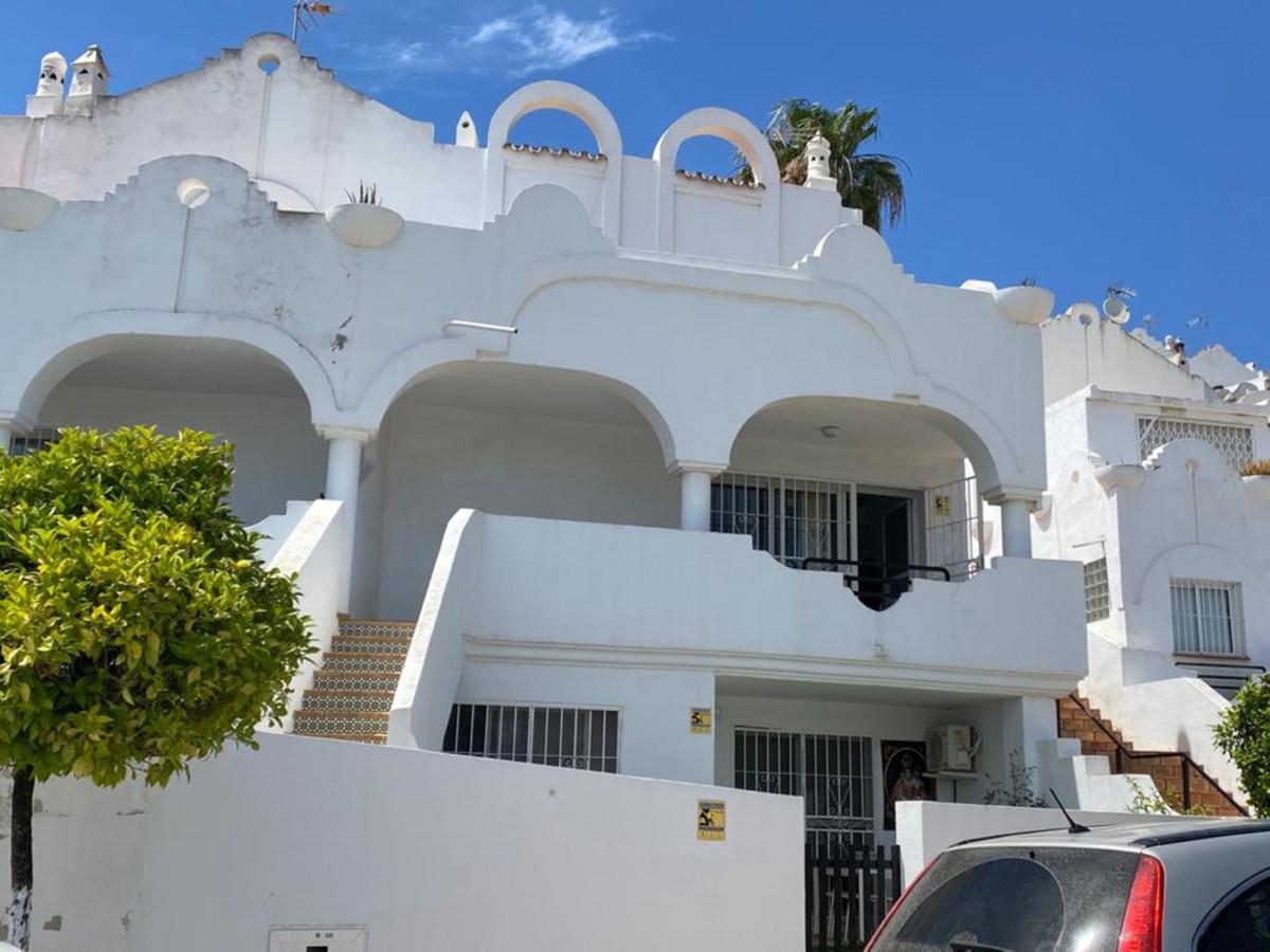 Marbella Banus Pareado en Venta en Las Chapas – R3866830