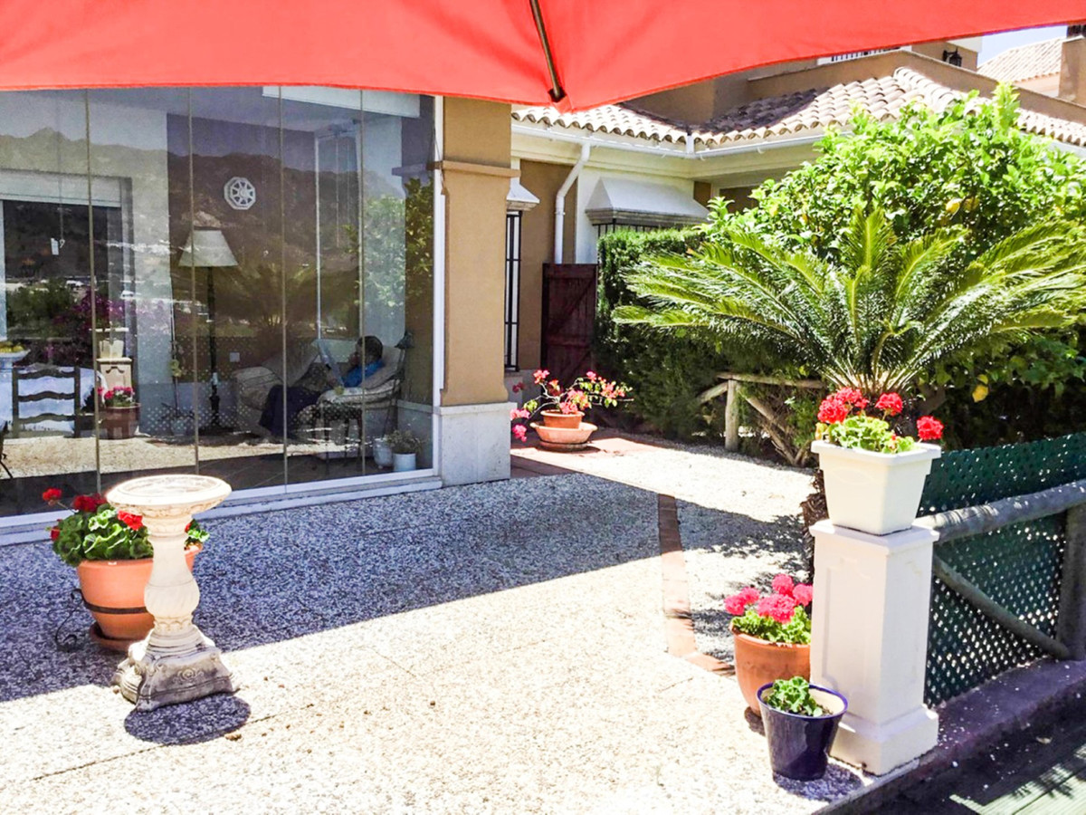 Pareado en Venta en Santa Clara – R3634349