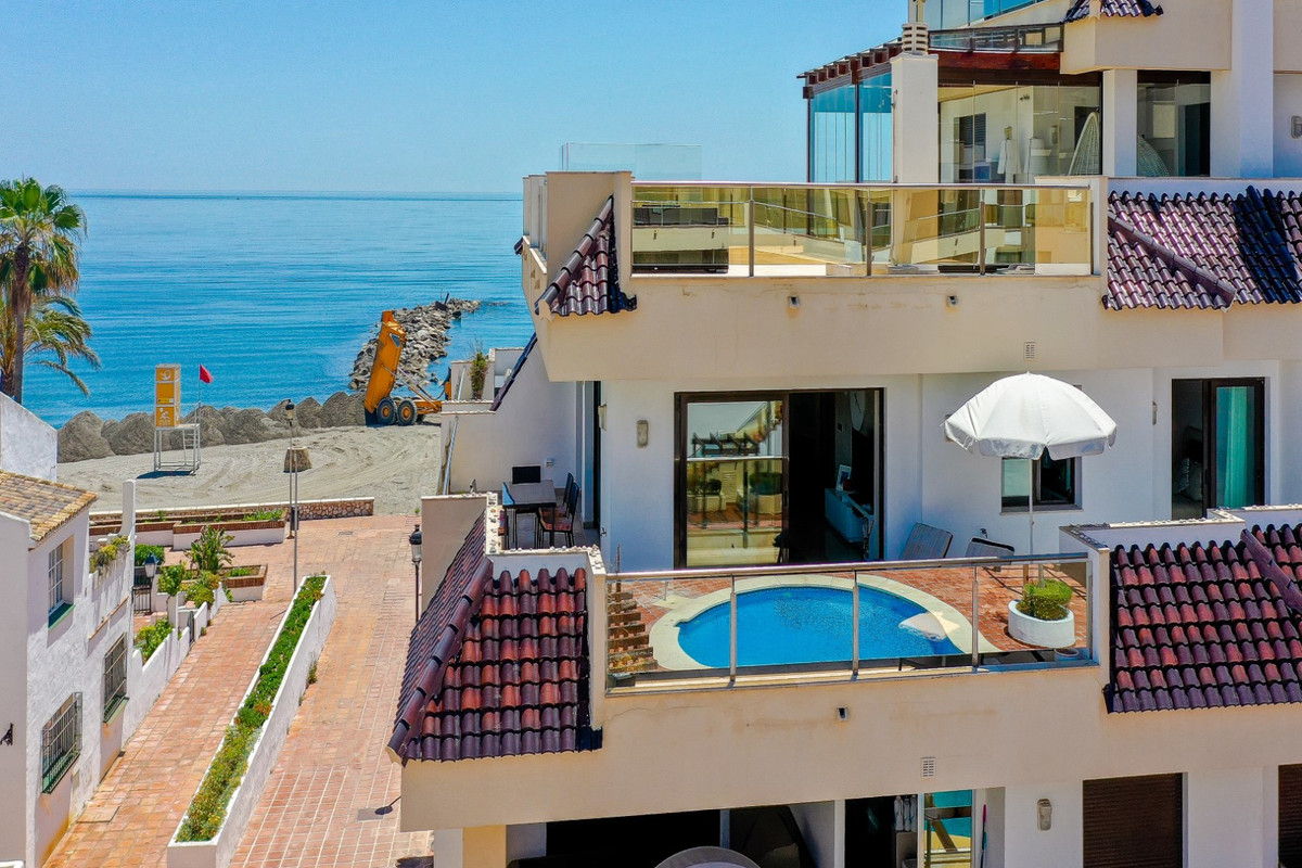 This luxury apartment is located in a first class, front line beach community with views to the pool, Spain