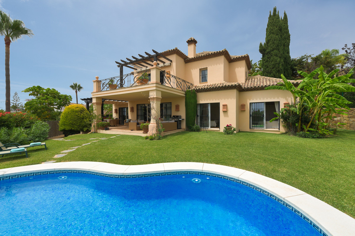 We would like to welcome you to this stunning home located just a few moments from all Elviria',Spain