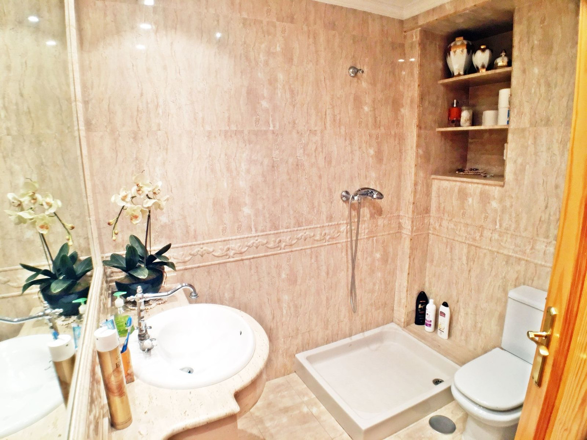 Ref:R3033428 Apartment - Middle Floor For Sale in Estepona