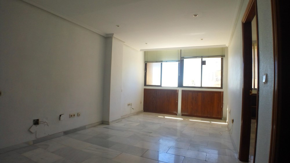 Ref:R3027806 Commercial - Office For Sale in Estepona