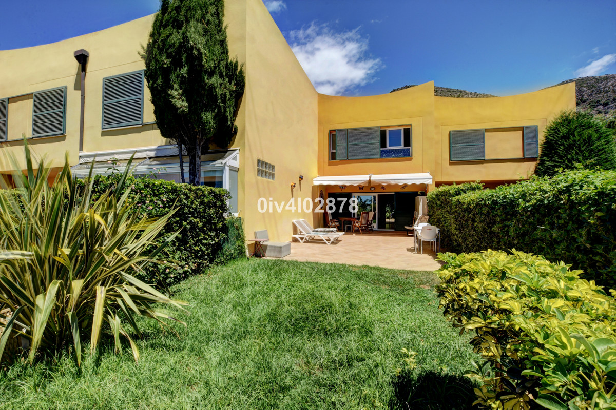 Great value Townhouse located in Reserva del Higueron with one of the largest gardens in its phase. ,Spain