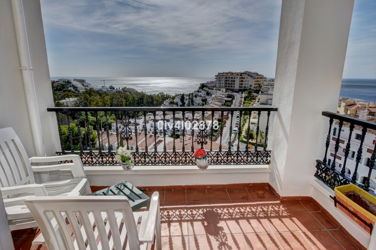 Semi-detached spacious townhouse with spectacular sea views! Located in a sought after urbanisation , Spain