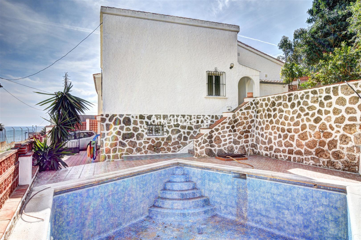 This villa is a rare opportunity located just 100metres from beach and central areas of Benalmadena ,Spain