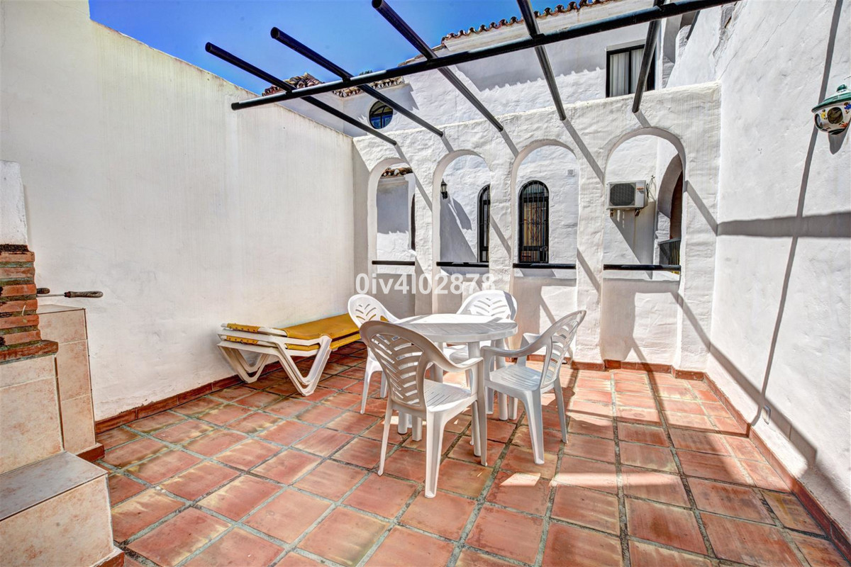 Spacious and fully refurbished apartment located close to shops, restaurants and beach, location is ,Spain