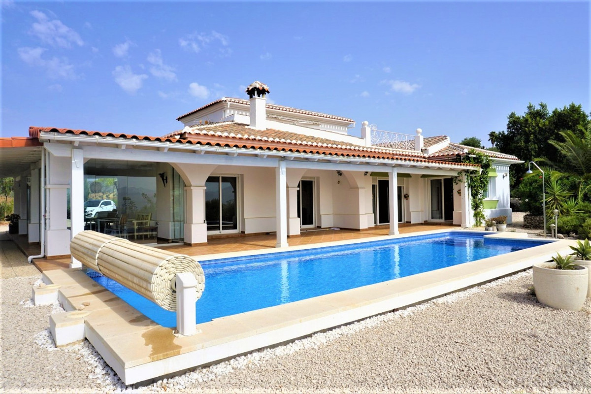 On a completely flat and fenced half-hectare plot, facing south and with impressive views of the La ,Spain