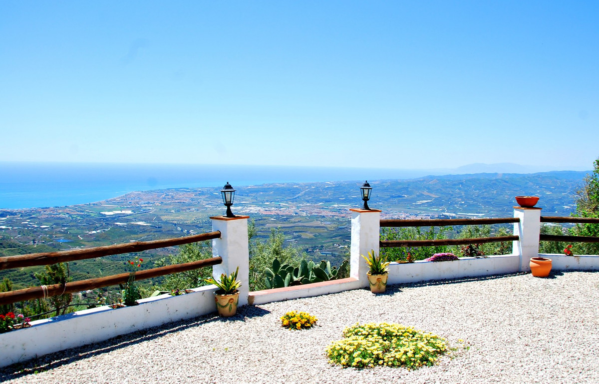 The fantastic panoramic view is what makes this 158m2 villa in Arenas a very special property in the,Spain
