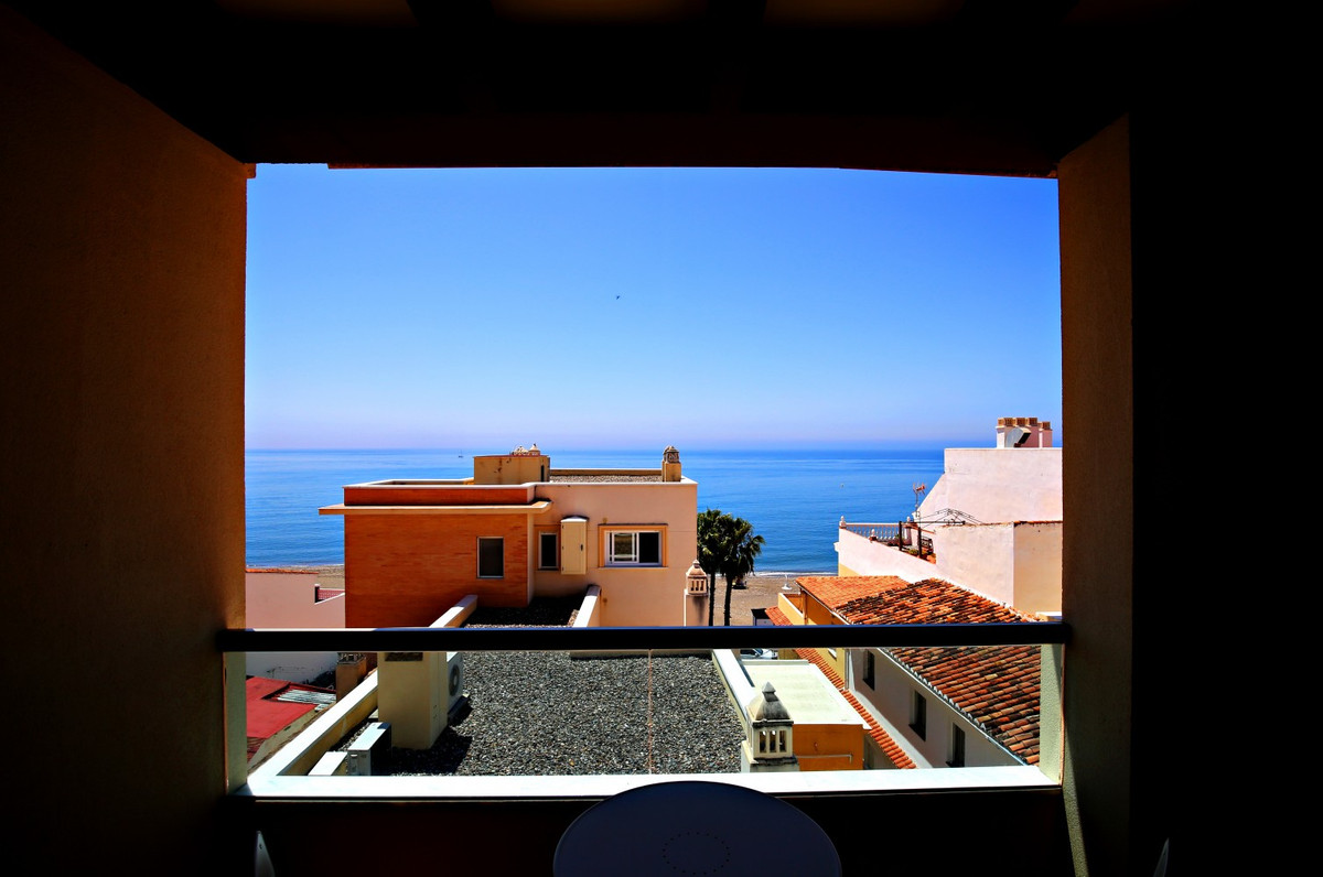 Just 20 meters from the beach, this light-filled 117m2 duplex penthouse is located on the border bet, Spain