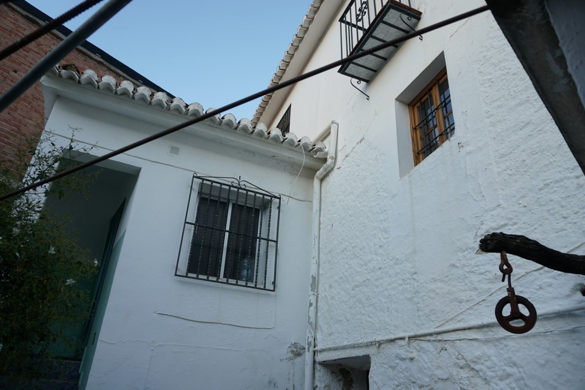 Sale, Townhouse, Benamocarra, Malaga, Andalucia  If you are looking for a property with the possibil, Spain