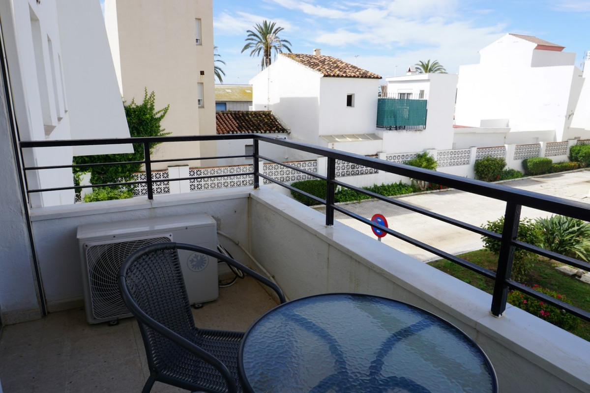 Cozy and renovated 35 m2 studio, with afternoon sun. It is located a few steps from the port of Cale, Spain