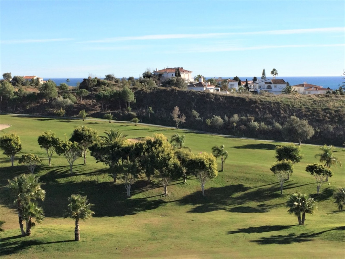 The view sweeps over the golf course down to the sea - a dream within reach. The exclusive 116m2, th,Spain