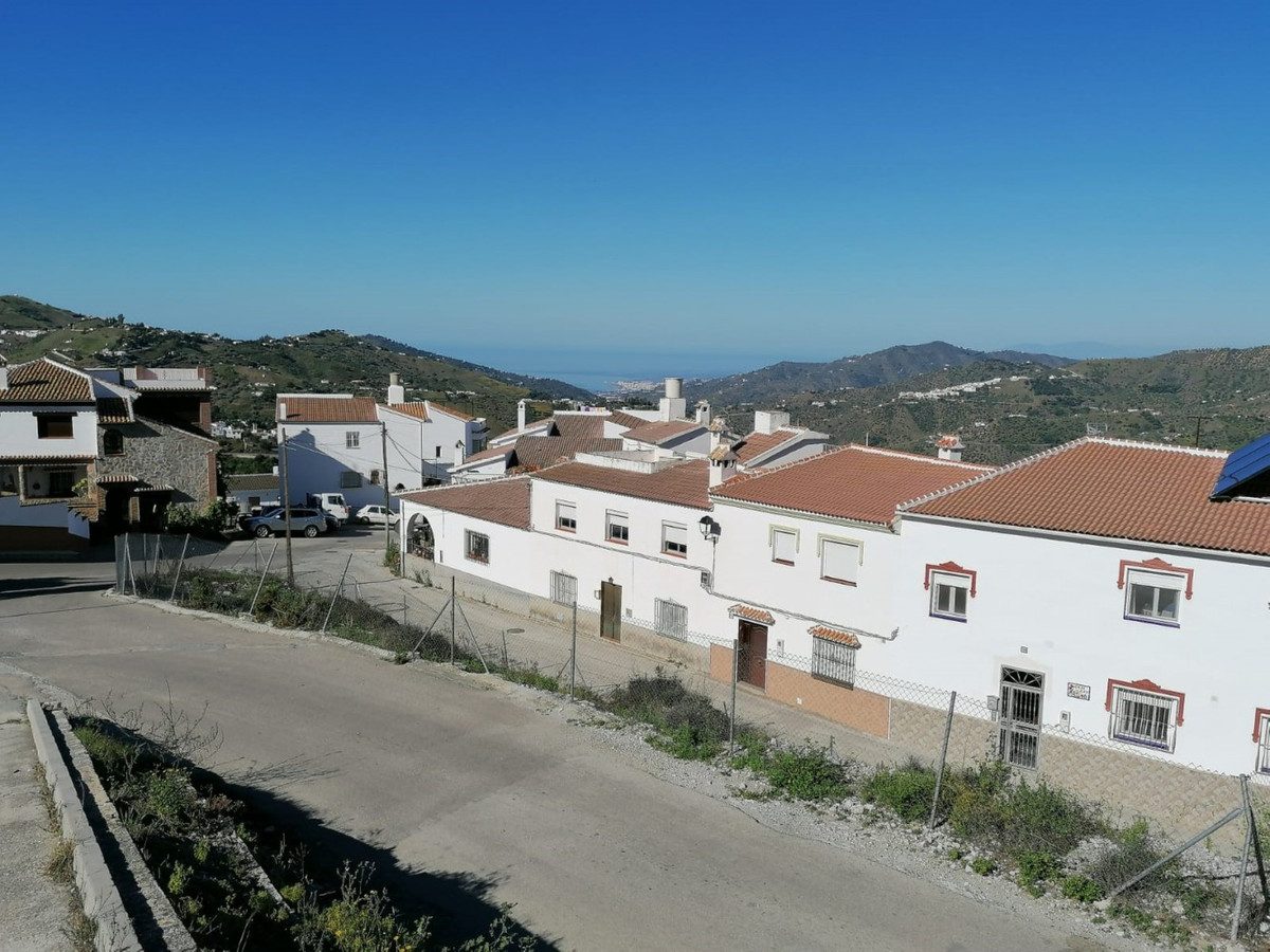 400 m2 urban plot in the upper part of town with sea views. You can build a house of around 140 m2 n,Spain