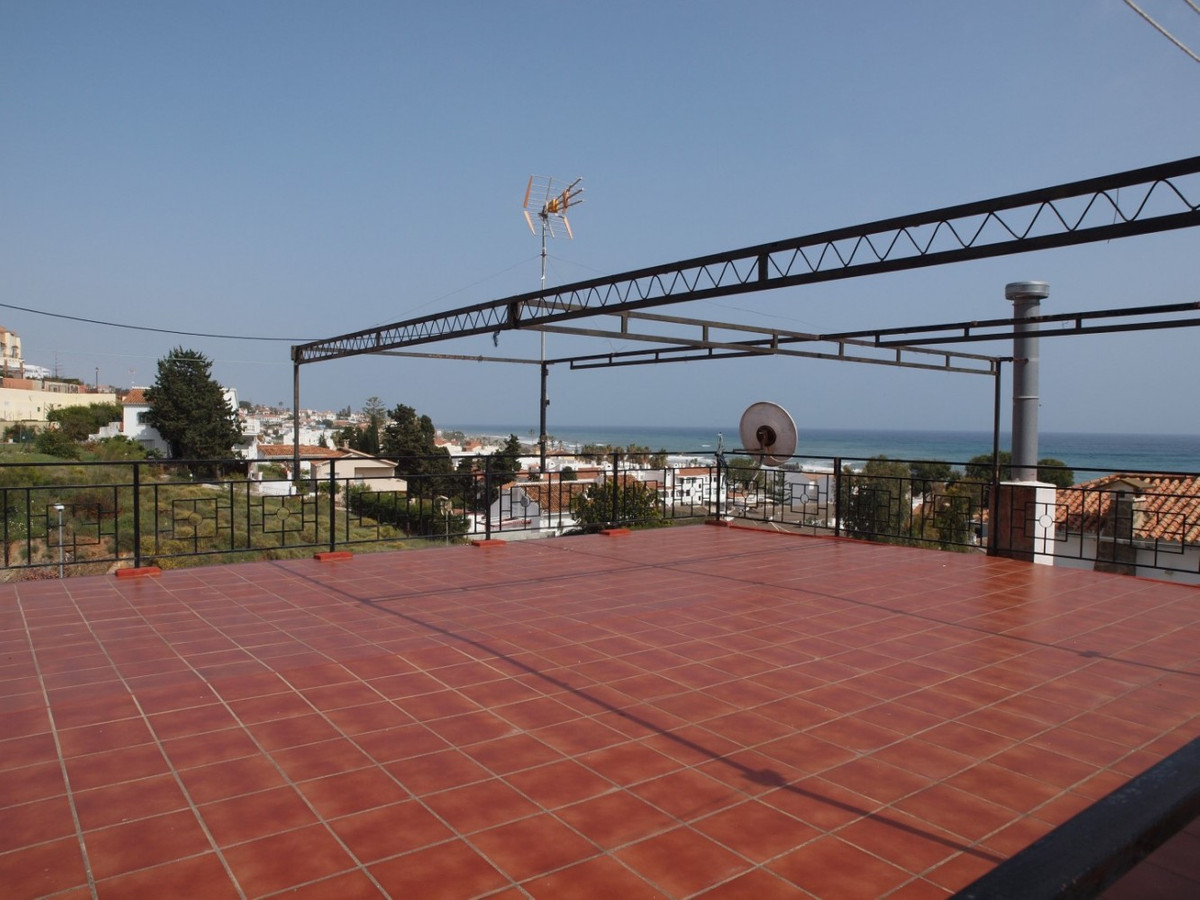 Looking for a great renovation Project in Benajarafe? then this is your chance!!!   This villa in th, Spain