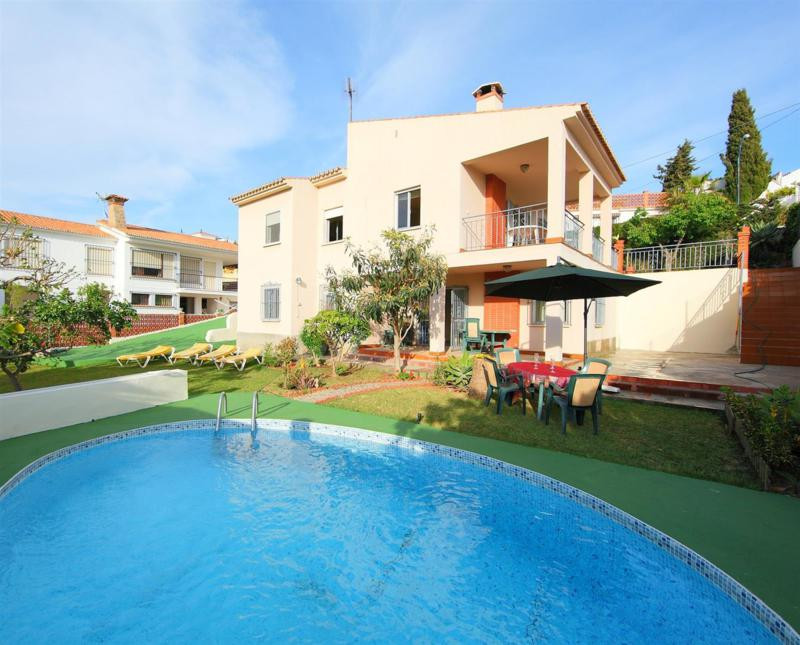 Beautiful Villa in Benajarafe. This house has 2 large living rooms with fireplace, 1 kitchen, 4 bedr,Spain