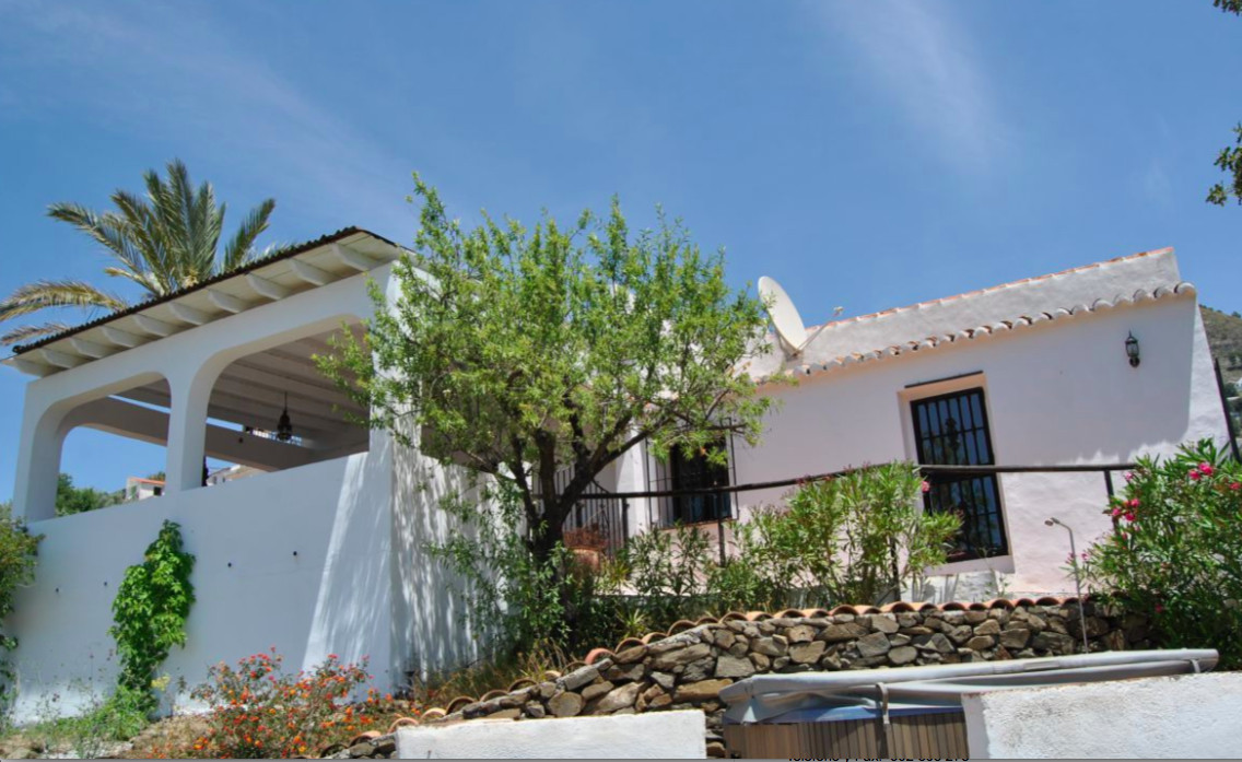 Stunning traditional Cortijo, renovated in 2015.  This lovely house, with a 25.000 olive tree garden, Spain