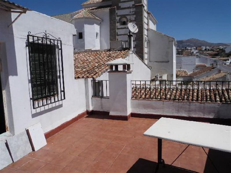 Nice village house in Riogordo. Central location. Authentic country house. On the ground floor is a ,Spain