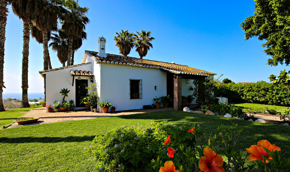Only one kilometer away from the natural coast of Almayate you will find this 46.000m2 finca with ab,Spain