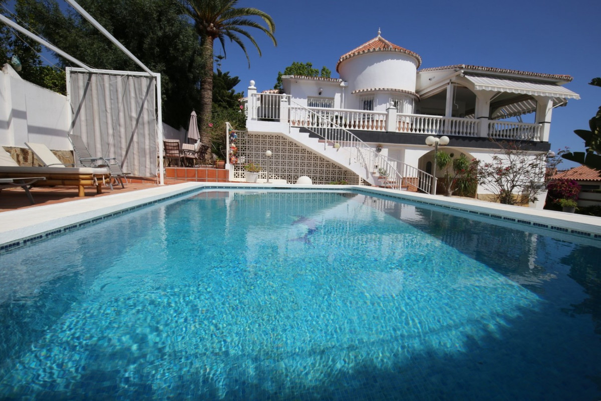 Spectacular luxury villa with breathtaking sea views! Only 400m from the beach and its beautiful pro,Spain