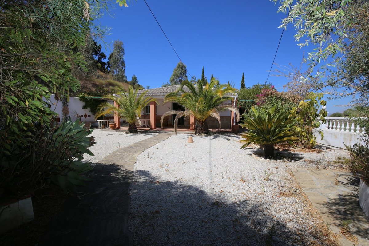 Sale, Finca, Velez-Malaga (Rubite), Malaga, Andalucia  Spacious and quiet country house of 160 m² on, Spain