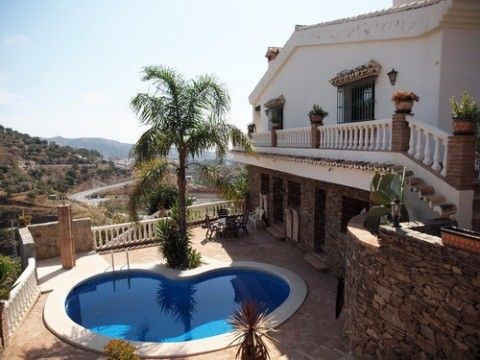 Beautiful new build villa with marvellous views, separate guest apartment, fully furnished, double g, Spain