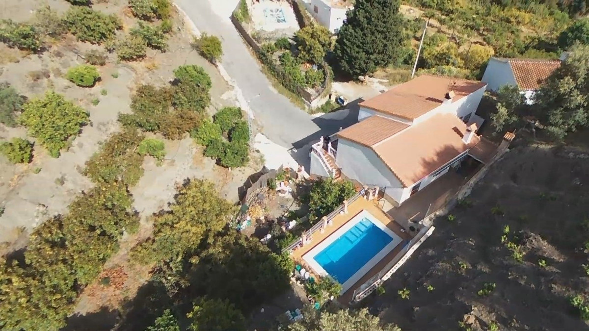 Wonderful independent House in Canillas de Aceituno. Built in 2013, the House has a spacious living ,Spain
