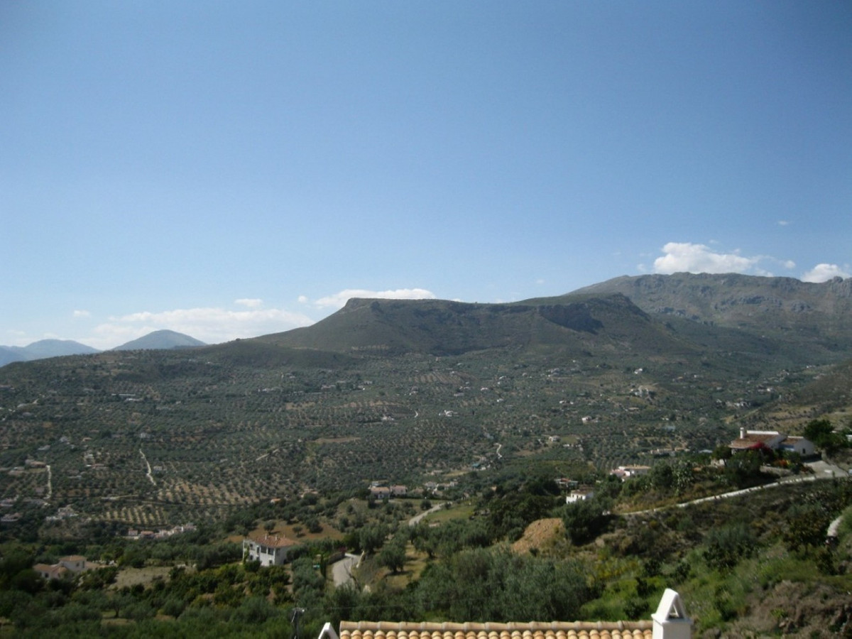 Nice semi-detached house in Alcaucin with panoramic views to the West.  The House has four floors an, Spain
