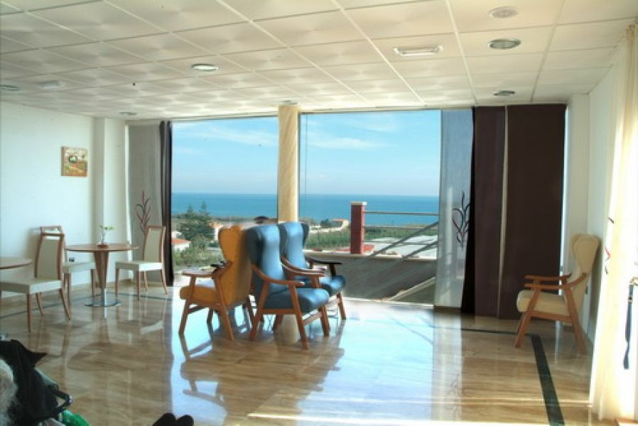 Wonderful and welcoming residence for seniors in operation, in first-line of beach with stunning vie, Spain